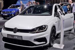 Volkswagen Golf, Bilder sind beliebige Beispiele aus der frei konfigurierbaren Modellreihe. Durch kurzen Hinweis per Mail erhalten Sie von uns Original-Abbildungen.