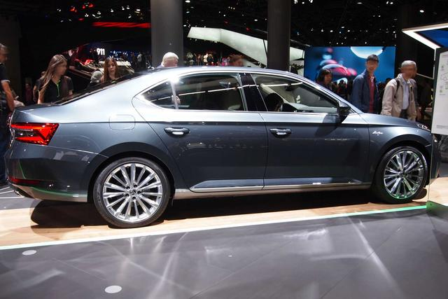 Skoda Superb      1.5 TSI ACT DSG AMBITION