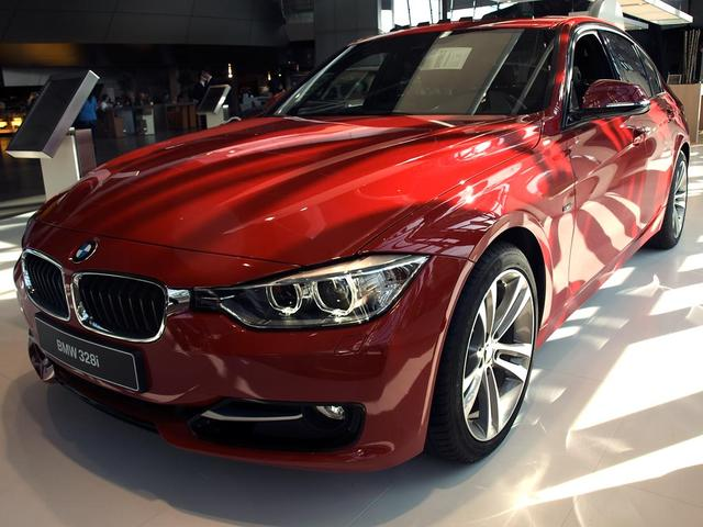 BMW 3er Limousine - 330e Sport Line Automatik