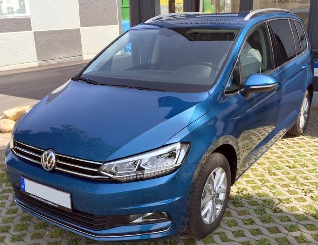 Neuer VW Touran. Jetzt zugreifen: Auch in Blau (Carribean Blue Metallic) ganz hübsch!