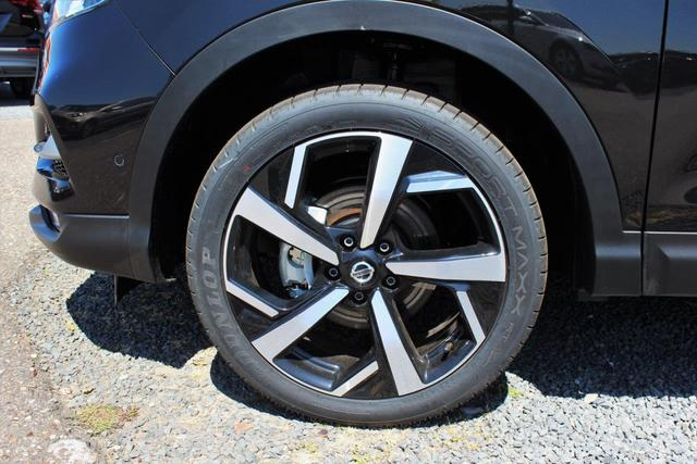 Nissan Qashqai 1.3 DIG-T Tekna Panoramadach, BOSE Soundsystem, Navi, Rückfahrk., Sitzheiz., 19'' Alu