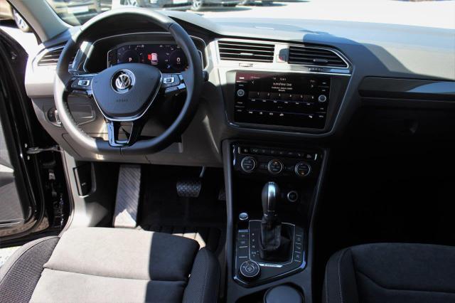 Volkswagen Tiguan - Highline 2.0 TSI 4Motion DSG Anhängerkupplung, Navi, DAB, Rückfahrkamera, Easy Open, 18'' Alu