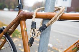 Fahrradschloß massives Stahlseil mit Hanf umwickelt mit schwarzen Echtleder-Applikationen., Beispielbilder, ggf. teilweise mit Sonderausstattung