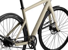 Ein Rahmen designt für Geschwindigkeit Stil und Design aus der Aero-Linie übernommen, Anpassungen von BMCs Endurance Modellen und die Geometrie und Reaktionsfähigkeit eines Rennrads - das Alpenchallenge ist ein wirklich schnelles Rad., Beispielbilder, ggf. teilweise mit Sonderausstattung