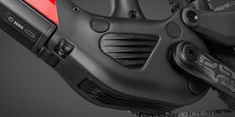Integrated Carbon Motor Case  Maximal steife Verbindung von Steuerrohr über Unterrohr in die Antriebswelle für sehr präzises Fahrverhalten. Spezielle Air Skid Plate schützt das Motorgehäuse und leitet Wärme nach außen ab, Beispielbilder, ggf. teilweise mit Sonderausstattung