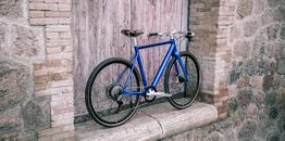 Desiknio 11S Classic – Indigo Blue – Hydroformed Aluminium Fork – Brooks C17 Imperial Brown – Panaracer Gravel King 40-622, Beispielbilder, ggf. teilweise mit Sonderausstattung
