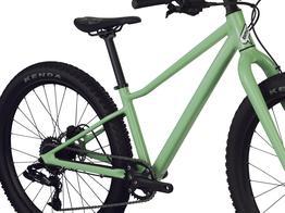 SPEZIELLE GEOMETRIE Inspiriert von unseren Mountainbikes und perfekt an kleinere Fahrer angepasst - für ein intuitives und sicheres Fahrgefühl.