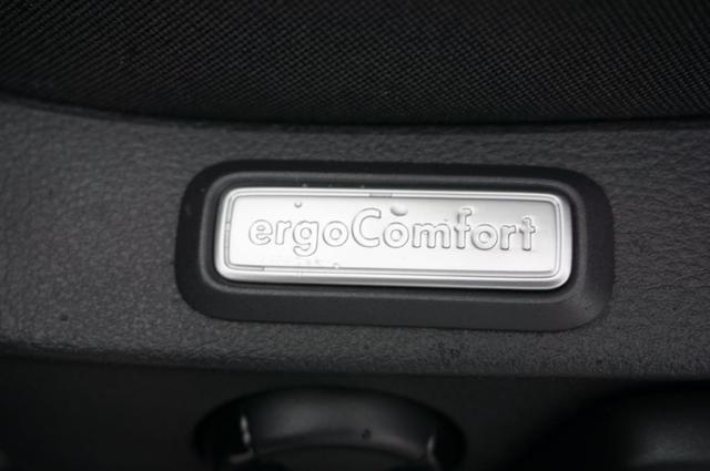 Volkswagen Passat 1.5 TSi 150PS DSG Comfortline Klimaautomatik Navi VOLL-LED Sitzh. Ergo Comfort