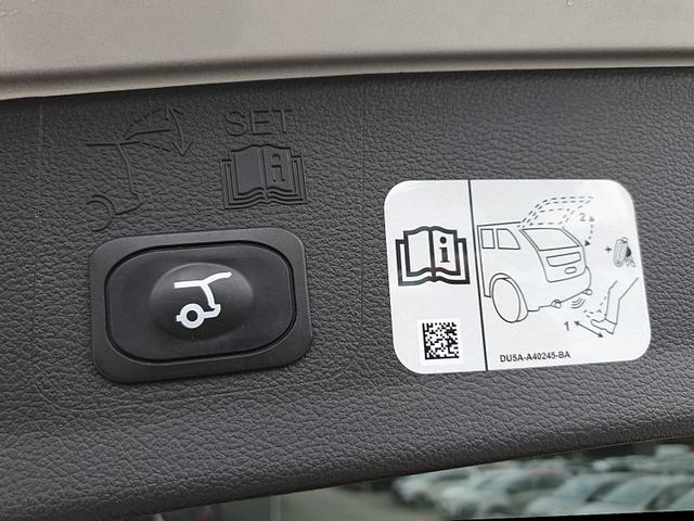 Ford Kuga 1.5 150PS Ecoboost Titanium Voll-Leder Klimaautomatik Xenon Sitzheizung Lenkradheizung Navi Rückf.Kamera Allwetter-R. elekt.Heckklappe