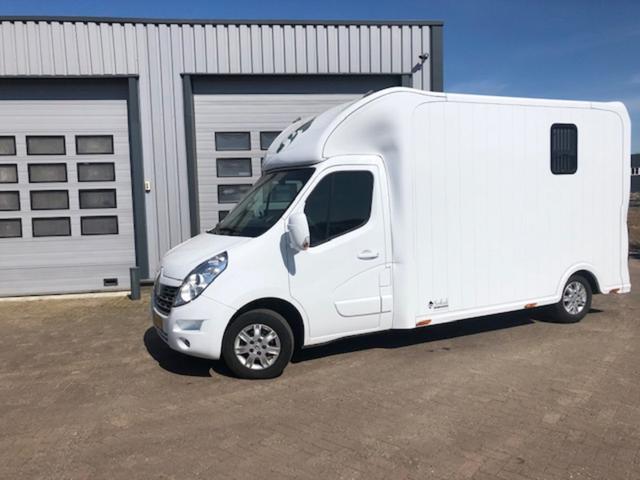 Renault Master Kastenwagen - Pferdetransporter L3 2.3 dCi 170PS 3,5t 3-Sitzer Klima Navi AHK Kamerasystem Hengstausführung