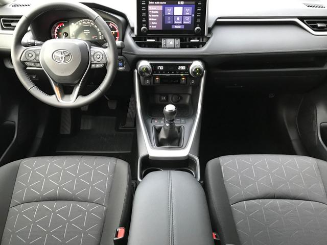 RAV4 2.0 175PS Comfort LED-Scheinw. Klimaauto Klimaautomatik Sitzheizung PDC v+h Rückf.Kamera Tempomat mit ACC