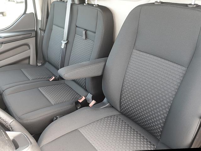 Transit Custom L2 2.0TDCi 130PS Automatik Tre 2.0 TDCi Trend 3,0t 3-Sitzer Klima Navi Rückf.Kamera Holzverkleidung (komplett) Anhängerkupplung Ganzjahresreifen PDC v+h Ford-Navi SYNC 3 DAB+ Bluetooth 8''-Touchscre