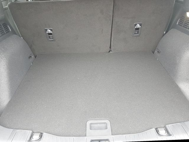Ford Kuga 1.5 120PS Titanium Sitzheizung v+h Klimaautomatik Lenkradheizung Frontscheibe beheizb. Navi PDC Keyless elektr. Heckklappe