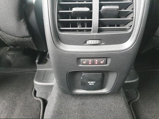 Kuga 1.5 120PS Titanium Sitzheizung v+h Klimaautomatik Lenkradheizung Frontscheibe beheizb. Navi PDC Keyless