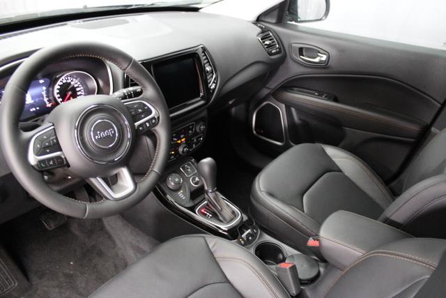 Jeep Compass 1.4l MultiAir 125  (170 ) Allrad,9-Stufen-Automatikgetriebe, 5CE PXJ-Diamond Black Chrys, 1DL+ASL Leder belüftet schwarz,