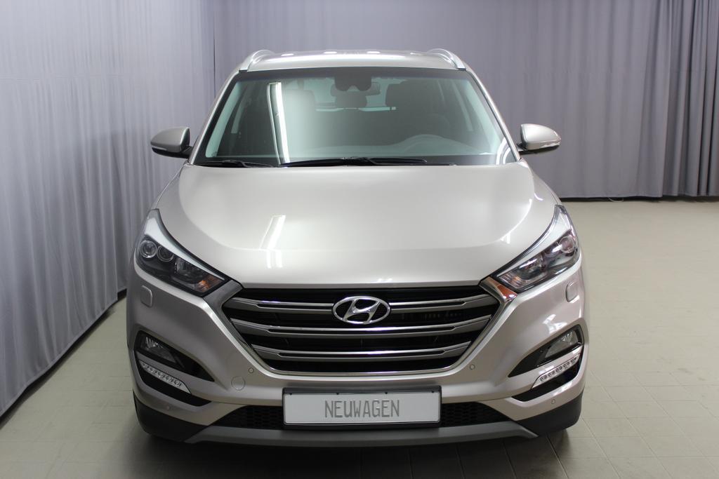 Hyundai 812m 1.6 T GDI MT Style White Sand  Stoff schwarz