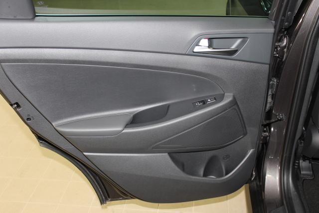 082156 Hyundai Platin Schalter 2,0 CRDI 4 WD 185 PS MT, Moon Rock, Leder Schwarz