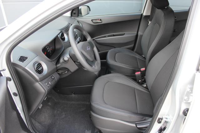 Hyundai i10 1,0 MT Radio, Klimaanlage Sleek Silver