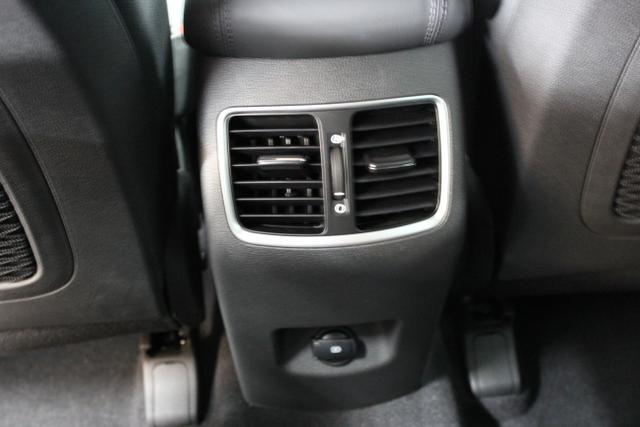 Hyundai Tucson Level 6 2,0 CRDi 4WD AT 828q ÖS Leder Schwarz / Olivine Grey Grün Metallic