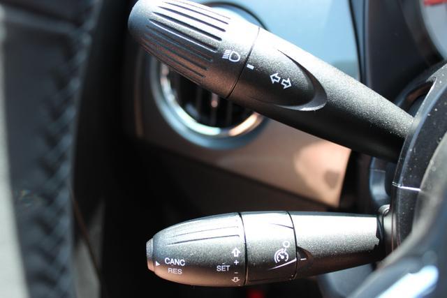 """FIAT 500 1.2 8v CityGrau 372, 301 Ambiente Schwarz / Farbe Türeinsatz Schwarz, Schwarz/ Grau mit Akzenten in Weiß. Stoff """"Prince of Wales"""" mit Einsätzen aus Vinyl"""