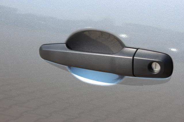 Mitsubishi L200 Doppelkabine / 5 Sitzplätze / Nutzfahrzeugklasse N1 / LKW / Allradantrib Easy Select 4 WD mit 3 Antriebsmode wählbar 113 kW DieselCOC und BE Papiere Santander 12.7.Bilder OK Grau Titanium MetallicStoff Schwarz