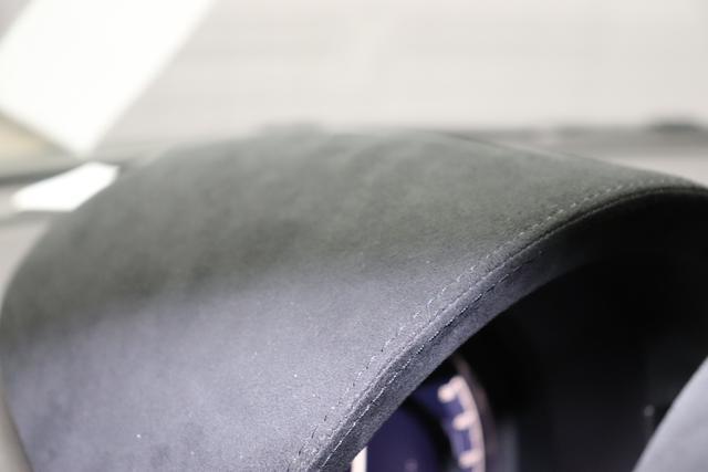 Abarth 595C - Esseesse 1.4 T-Jet 132 kW (180 PS)695 - Record Grau (Metallic-Lackierung)398 - Sabelt Racing Stoff/Kunstleder Schwarz mit roten Ziernähten und Carbon-Sitzschale, Verdeck Schwarz,