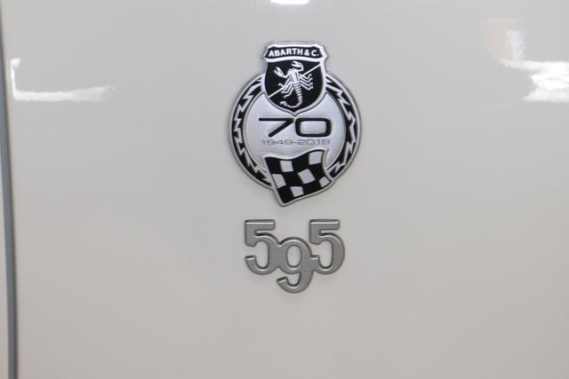 Abarth 595C MY20-Competizione 1.4 T-Jet 132 KW (180PS)268 - Gara Weiß (Uni-Sonderlackierung)524 (4FA) - Sabelt GT mir Leder/Alcantara Schwarz/Grau, Verdeck Schwarz