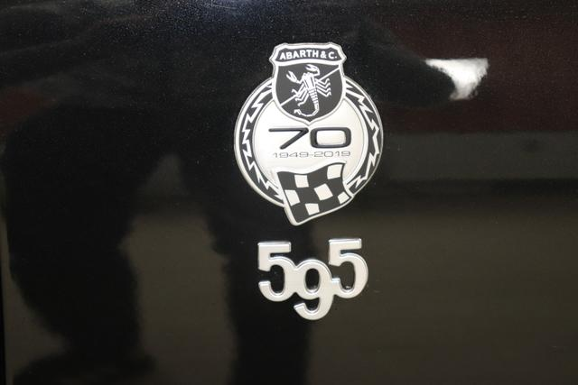 595C MY20-Competizione 1.4 T-Jet 132 KW (180PS)Scorpione Schwarz (Metallic-Lackierung)
