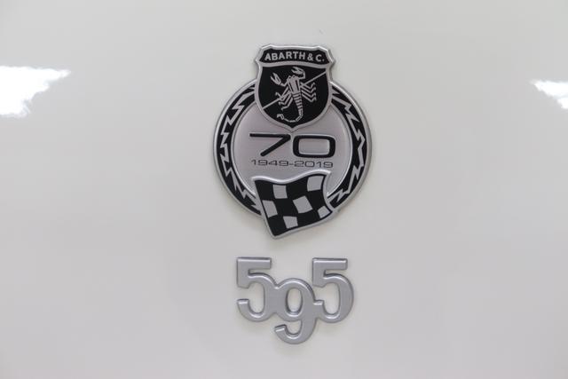 268 Gara WeißIntegral Sportsitze Stoff Schwarz ohne Aufpreis