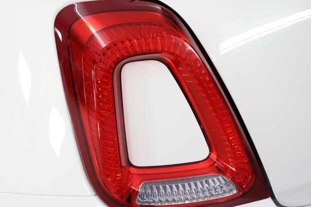 """Fiat 500 1,2 8V S&S Star 51kW 69 PS268 Weiß""""042 Stoff """"Star"""" mit Einsätzen aus Vinyl Schwarz mit Einsatz Weiß Ambiente schwarz Farbe Türeinsatz schwarz Farbe Armaturenbrett Bordeaux Matt"""""""