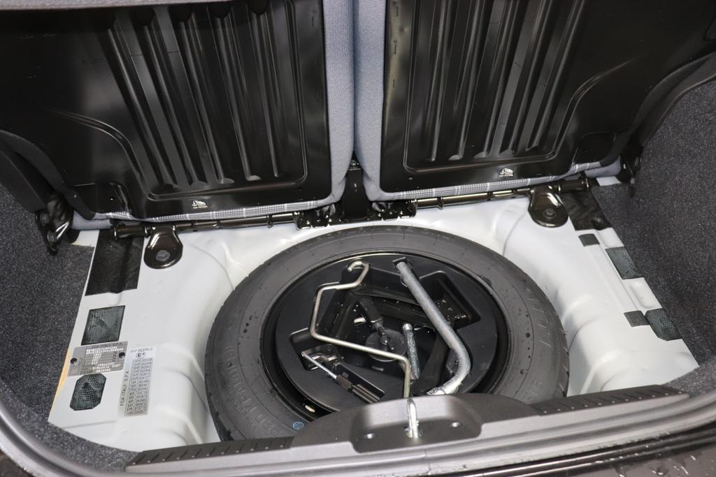 FIAT 500 1.2 8v Lounge Plus876 Vesuvio Schwarz Metallic374-Stoff Prince of Wales Schwarz/Weiß mit Akzenten in Elfenbein