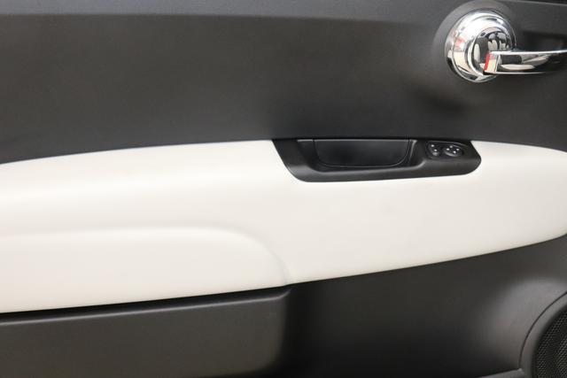 """Fiat 500C 1,2 8V S&S Star 51kW 69 PS268 Weiß""""198 Stoff """"Star"""" Schwarz mit Einsatz Weiß Ambiente schwarz Farbe Türeinsatz Weiß Farbe Armaturenbrett Bordeaux Matt Verdeckfarbe Schwarz"""""""