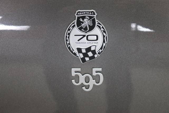 595 MY20-Turismo 1.4 T-Jet 121 KW (165PS) 695 / 5DP Record Grau402 Ledersportsitze Schwarz (Hochwertige Lederoptik, Teilflächen in Lederoptik)06P,5DP,5HN,6GD,9SV