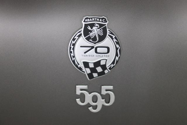 595 MY20-Competizione 1.4 T-Jet 132 KW (180PS)708 Asfalto Grau Matt430 (4FA) - Sabelt GT Leder/Alcantara Schwarz/Grau