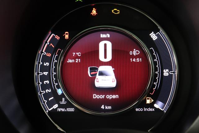 """Fiat 500 1,2 8V S&S Star 51kW 69 PS268 Weiß""""138 Stoff """"Star"""" mit Einsätzen aus Vinyl Schwarz mit Einsatz Weiß Ambiente schwarz Farbe Türeinsatz schwarz Farbe Armaturenbrett Perla Sandweiß""""""""zusätzliche Optionen zur Serienausstattung zu Pkt. A 7QC NAVI DAB 140 Klimaautomatik 4VU Lederschaltknauf 347 Licht und Regensensor 396 Fußmatten"""""""