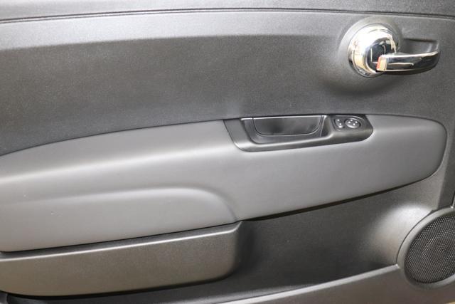 """Fiat 500 1,2 8V S&S Star 51kW 69 PS494 Stella Weiß""""686 Leder Poltrona FRAU® Schwarz mit Einsatz Elefenbein Ambiente elefenbein Farbe Türeinsatz schwarz Farbe Armaturenbrett Bordeaux Matt""""""""zusätzliche Optionen zur Serienausstattung zu Pkt. B 7QC NAVI DAB 140 Klimaautomatik 4VU Lederschaltknauf 347 Licht und Regensensor 396 Fußmatten 211 Leder Poltrona FRAU 400 Skydome"""""""