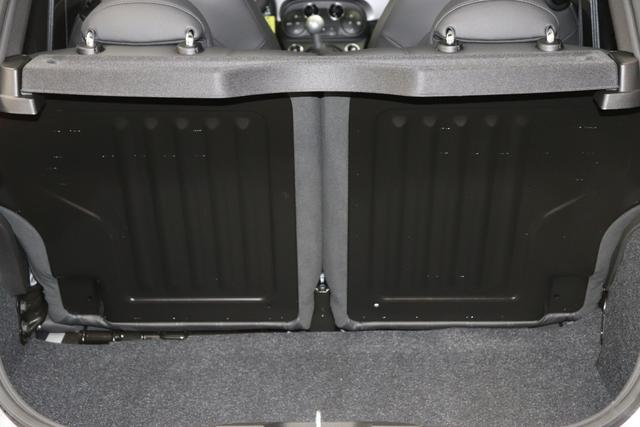 """595 MY20-Turismo 1.4 T-Jet 121 KW (165PS) 695 / 5DP Record Grau402 Ledersportsitze Schwarz (Hochwertige Lederoptik, Teilflächen in Lederoptik)""""06P Urban Paket 400 Elektrisches Panorama-Glasschiebedach »Skydome« 5DP Record Grau (Metallic-Lackierung) 5HN Kit Estetico Schwarz 6GD Radioantenne 9SV Gutschrift BMC Sportluftfilter und Tankdeckel aus Aluminium"""""""