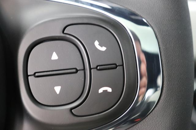 """Fiat 500 1,2 8V S&S Star 51kW 69 PS695 Pompei Grau""""138 Stoff """"Star"""" mit Einsätzen aus Vinyl Schwarz mit Einsatz Weiß Ambiente schwarz Farbe Türeinsatz schwarz Farbe Armaturenbrett Perla Sandweiß""""""""Extra 140 Klimaautomatik Serie: 4M5 Badges 4VU Lederschaltknauf 7QC Uconnect Nav mit DAB 8EW Apple Android 06P Citypalet : 508 PDC hinten - 347 Licht und Regensensor 4GF 7 Zoll TFT Display 59E Glasdach feststehend 5EQ 16 Zoll Leichtmetallfelgen 097 Nebelscheinwerfer 396 Fußmatten Velour vorne sind drin !"""""""
