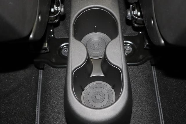 """595 Competizione 1.4 T-Jet 132 KW (180PS) MY20695 / 5DP Record Grau4FA Rennsport Sabelt GT Leder Schwarz / Grau""""407 Dualogic 6GD Radioantenne 230 Bi Xenon 4HG Beats Serie 06P Urban Paket"""""""""""""""