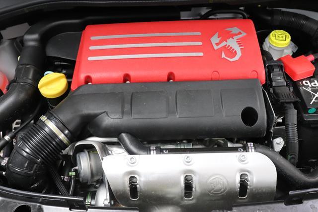 """""""Abarth 595 Cabrio 1.4 T-Jet 107 KW (145PS) MJ20""""676 Campovolo GreyIntegral Sportsitze Stoff Schwarz ohne Aufpreis""""7QC UconnectTM HD-NAV mit Europakarte und Radio mit 7"""""""" Touchscreen, AUX-IN, USB, Bluetooth®, DAB und UconnectTM LIVE1 8EW Apple Carplay / Android Auto 4AY 17""""""""Leichtmetallfelgen Design """"Touring"""" 10-Y-Speichen Finish Silber 06P Urban Paket mit 508 PDC hinten und 347 Licht/Regensensor"""""""