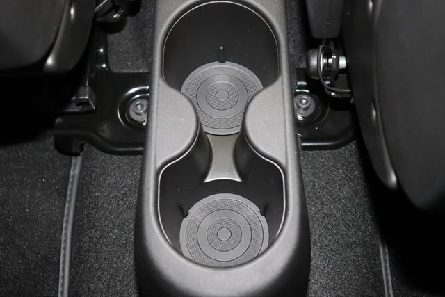 "595 Competizione 1.4 T-Jet 132 KW (180PS) MY205JQ/676 Campovolo Grau4FA Rennsport Sabelt GT Leder Schwarz / Grau""6GD Radioantenne 230 Bi Xenon 4HG Beats 5YN 17 Leichtmetallfelgen Design ""Formula"" 14-Speichen Finish Tita Serie 06P Urban Paket"""