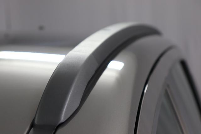 """Panda 4x4 0,9 Twin Air Turbo 85 4x4 Wild581 Colosseo Grau Metallic139 Stoff Schwarz/Grau, Rote Nähte, Armaturenbrett grau""""*Notrad S135/80 R14 *Höhenverstellbarer Fahrersitz *Außenspiegel in Wagenfarbe lackiert und Türgriffe in Wagenfarbe"""""""