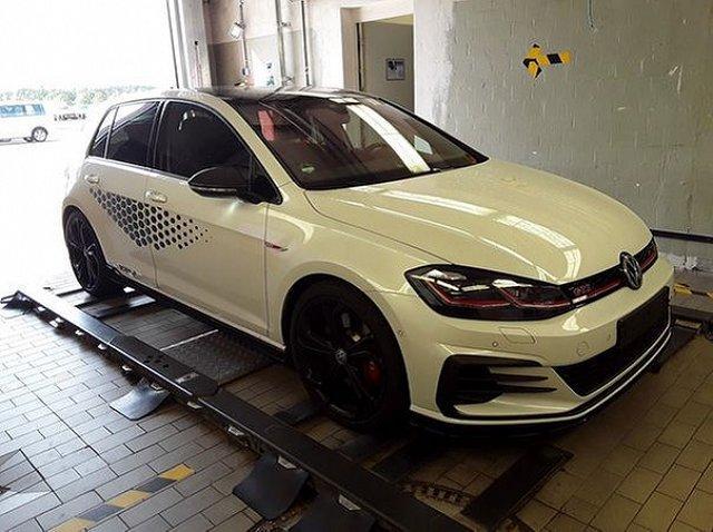 Volkswagen Golf - VII 2.0 TCR TSI DSG DCC ACC Navi 19 Zoll LED