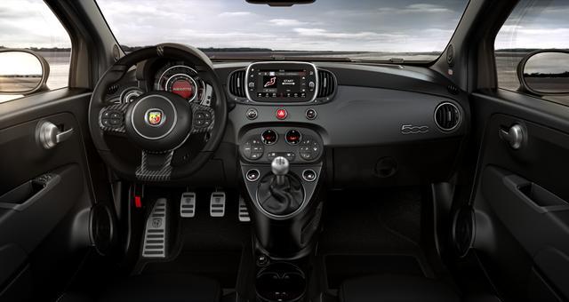 """Abarth 595C Competizione Sie sparen 5.510€ 1,4 T-Jet, Bi-xenon Scheinwerfer, Beats® Audio Soundsystem, Navigationssystem, MJ 2020, Apple CarPlay, 17""""-LM, LED-Tagfahrlicht, 7 Zoll TFT Farbdisplay, Analoges Manometer, Nebelscheinwerfer uvm."""