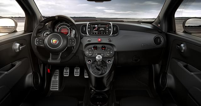 """Abarth 595C Competizione Sie sparen 5.310€ 1,4 T-Jet, Bi-xenon Scheinwerfer, Beats® Audio Soundsystem, Navigationssystem, MJ 2020, Apple CarPlay, 17""""-LM, LED-Tagfahrlicht, 7 Zoll TFT Farbdisplay, Analoges Manometer, Nebelscheinwerfer uvm."""