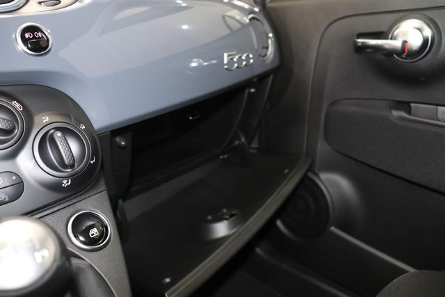 """""""Abarth 595 MY19-1.4 T-Jet 107 KW (145PS) MY19 """"735 Pista Grau Integral Sportsitze Stoff Schwarz ohne Aufpreis""""7QC UconnectTM HD-NAV mit Europakarte und Radio mit 7"""""""" Touchscreen, AUX-IN, USB, Bluetooth®, DAB und UconnectTM LIVE1 8EW Apple Carplay / Android Auto 4AY 17""""""""Leichtmetallfelgen Design """"Touring"""" 10-Y-Speichen Finish Silber 5HM Kit Estetico Weiß 025 Klimaanlage 097 Nebelscheinwerfer"""""""