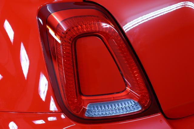 """""""Abarth 595 MY19-1.4 T-Jet 107 KW (145PS) MY19 """"176 Abarth RotIntegral Sportsitze Stoff Schwarz ohne Aufpreis""""7QC UconnectTM HD-NAV mit Europakarte und Radio mit 7"""""""" Touchscreen, AUX-IN, USB, Bluetooth®, DAB und UconnectTM LIVE1 8EW Apple Carplay / Android Auto 4AY 17""""""""Leichtmetallfelgen Design """"Touring"""" 10-Y-Speichen Finish Silber 5HM Kit Estetico Weiß 025 Klimaanlage 097 Nebelscheinwerfer"""""""