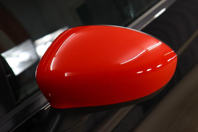 """595 Competizione 1.4 T-Jet (180PS) E6D876 - Scorpione Schwarz (Metallic-Lackierung) 402 - Integral-Sportsitze Leder Schwarz (Teilflächen in Lederoptik) """"06P CITY PAKET 230 Bi-Xenon Scheinwerfer 400 Skydome 4YG Beats® Audio Soundsystem 505 Kopfairbags vorne 5CE 876 - Scorpione Schwarz 5HI Kit Estetico Rot 5YN 17"""""""" Leichtmetallfelgen Design """"Formula"""" 14-Speichen Finish Titan 626, 6GD Radioantenne im hinteren Seitenfenster 732 Integral-Sportsitze Leder Schwarz 9SV Gutschrift Bmc Sportluftfilter Und Tankdeckel Aus Aluminium"""""""