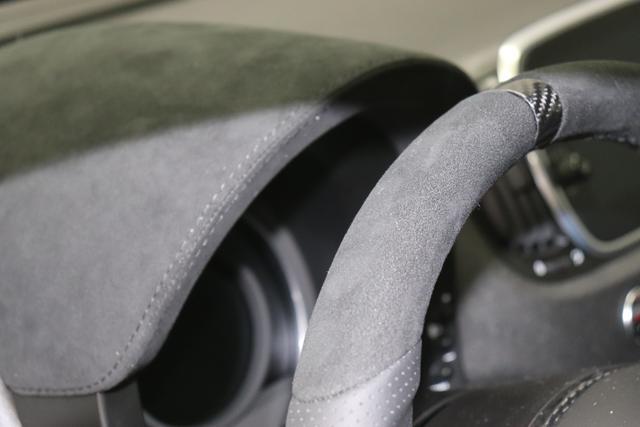 """595 MY20-Competizione 1.4 T-Jet 132 KW (180PS) 566 - Adrenalina Grün 583 - Rennsport Schalensitze """"Sabelt® GT"""" Stoff Schwarz/Grau """"06P Urban Paket 230 Bi-xenon Scheinwerfer 4H5 Adrenalina Grün 4YG Beats® Audio Soundsystem 5HN Kit Estetico Schwarz 6GD Radioantenne im hinteren Seitenfenster 7QC, 83Y Brembo®"""" Schwarz lackiert 8EW Apple Car Play / Android Auto 9SV Gutschrift Bmc Sportluftfilter Und Tankdeckel Aus Aluminium"""""""