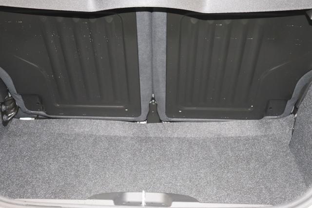 """595 MY20-Competizione 1.4 T-Jet 132 KW (180PS) 268 Gara Weiß 583 - Rennsport Schalensitze """"Sabelt® GT"""" Stoff Schwarz/Grau """"06P CITY PAKET 230 Bi-xenon Scheinwerfer 407 Dualogic 4YG Beats® Audio Soundsystem 5CA Gara Weiß 5HI Kit Estetico Rot 5KV (inkl. Schaltwippen am Lenkrad) 5YN 17"""""""" Leichtmetallfelgen Design """"Formula"""" 14-Speichen Finish Titan 6GD Radioantenne im hinteren Seitenfenster 7QC Uconnect HD-Navigationssystem DAB 8EW Apple Car Play / Android Auto 9SV Gutschrift Bmc Sportluftfilter Und Tankdeckel Aus Aluminium"""""""